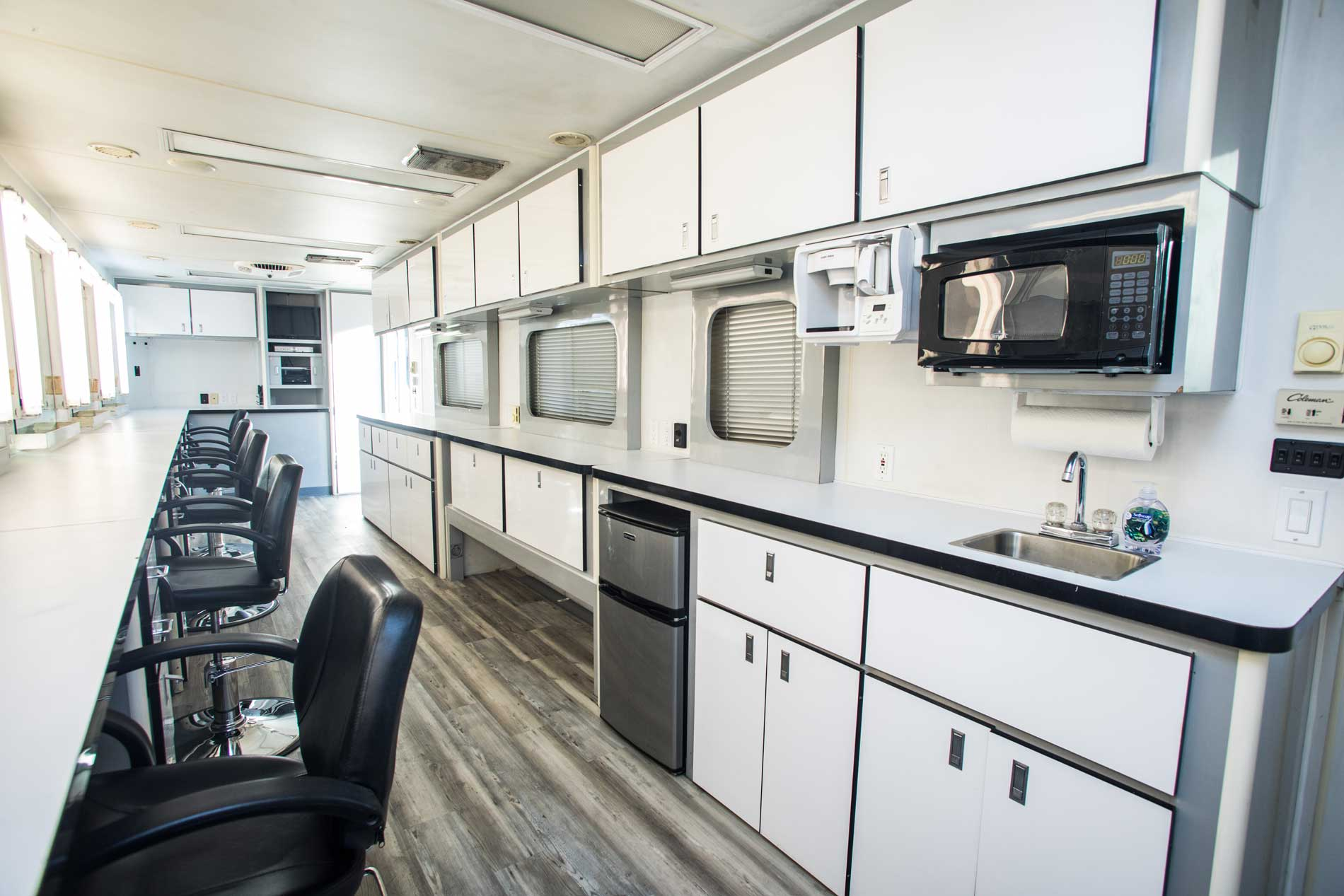Code 21 Makeup Trailer - Reyes Production Vehicles